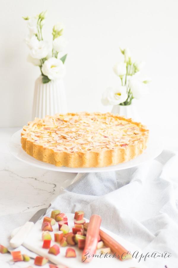Rhabarber-Vanillleschmand-Tarte mit Mandeln - einfach und schnell