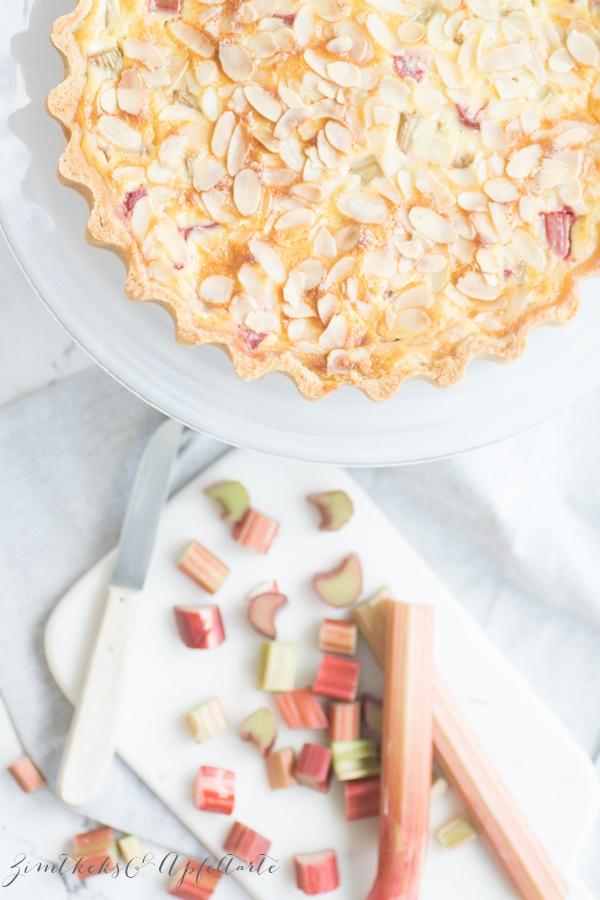 Super cremig und lecker: Rhabarber-Vanillleschmand-Tarte mit Mandeln