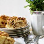 Hefekranz Cranberries, Mandeln und Pinienkerne - einfaches Rezept