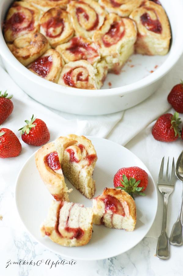 Caracoles de fresa rápidos - pastel de rosas de fresa - receta fácil y ultrarrápida de ZimtkeksundApfeltarte.com