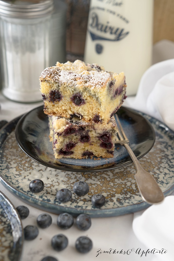 Blaubeer-Schmand-Zitronenkuchen mit Streuseln - ZimtkeksundApfeltarte.com