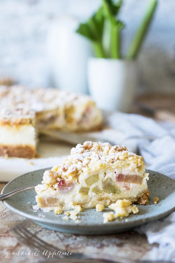 Einfaches, gelingsicheres Rezept für Rhabarber-Cheesecake mit Streuseln