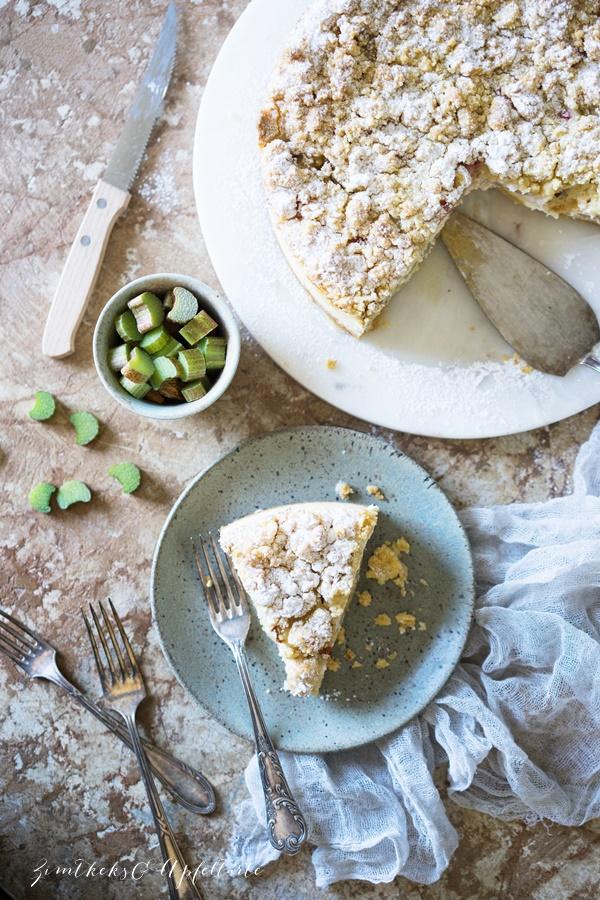 Rhabarber-Cheesecake mit Streuseln - lecker, cremig und schnell gemacht