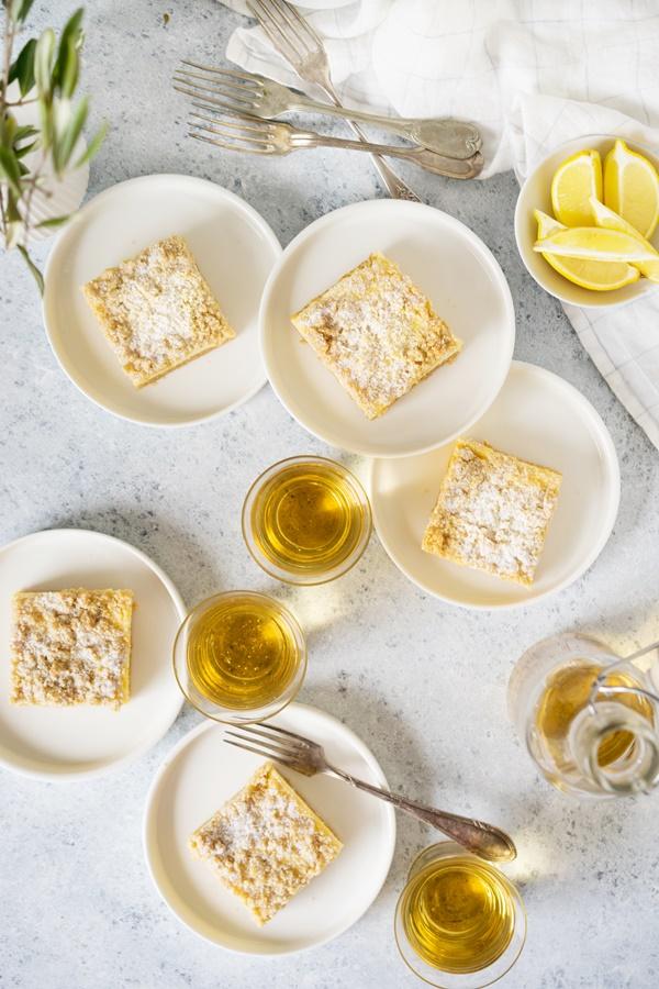 Zitronen-Cheesecake-Schnitten mit crunchy Streuseln