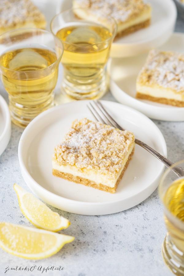 Ganz einfach, cremig und lecker: Zitronen-Cheesecake-Schnitten mit crunchy Streuseln