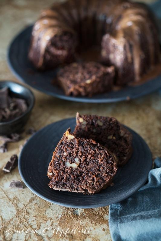 Leckeres Rezept für Schokoladenkuchen mit Zucchini und Walnuss