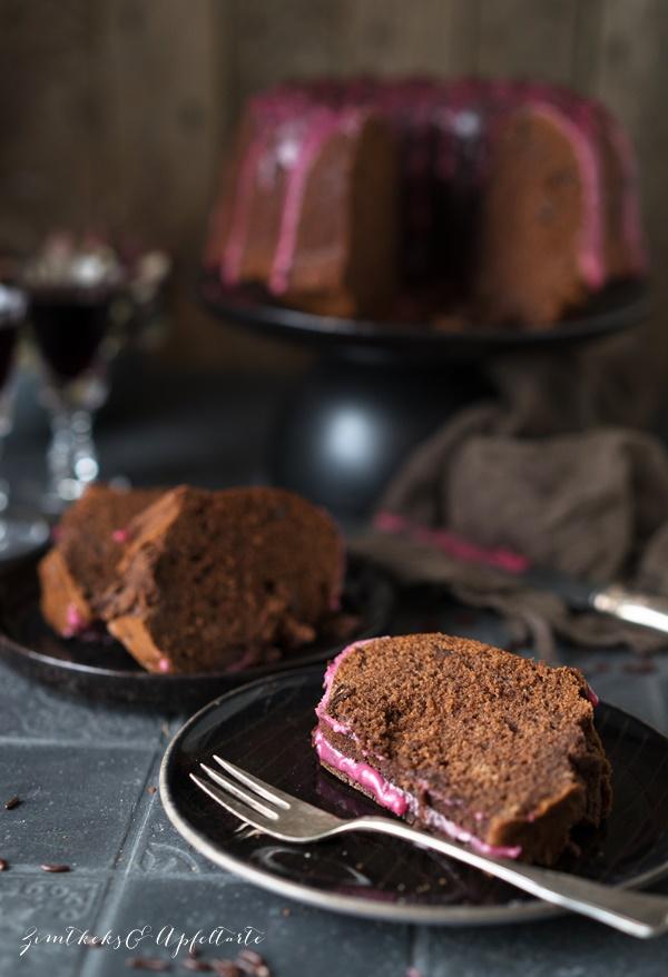 Omas saftiger Rotweinkuchen - einfach und schnell als Gugelhupf gebacken