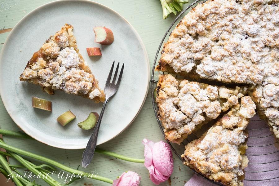 Rhabarber Streuselkuchen - lecker, schnell und einfach