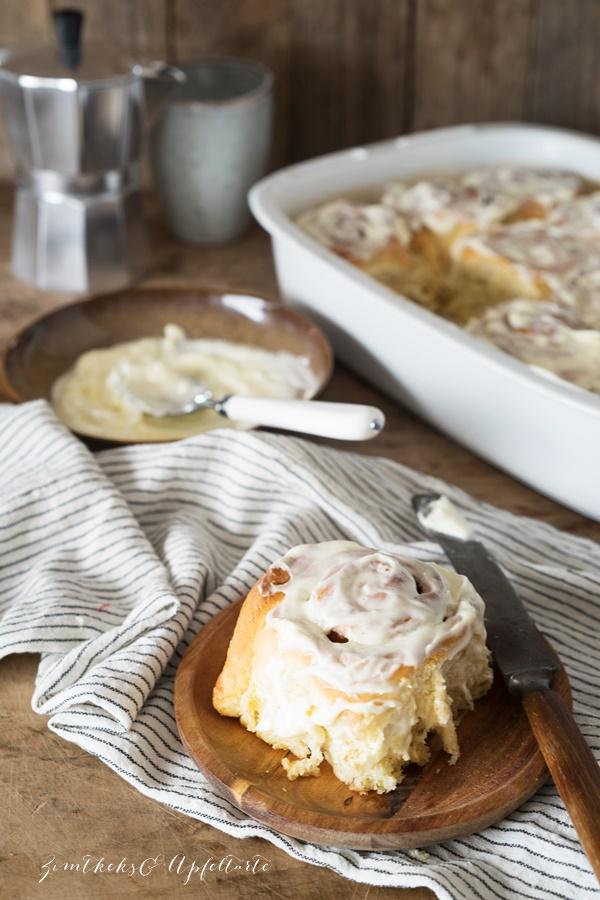 Cinnamon Rolls - Zimtschnecken mit Frischkäse-Frosting - einfacher Hefeteig, gelingsicher