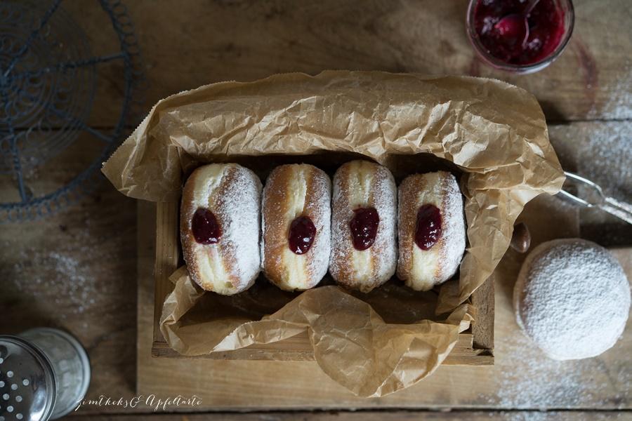 Kreppel, Berliner oder Krapfen- einfaches Rezept für lockere Teilchen mit Marmelade