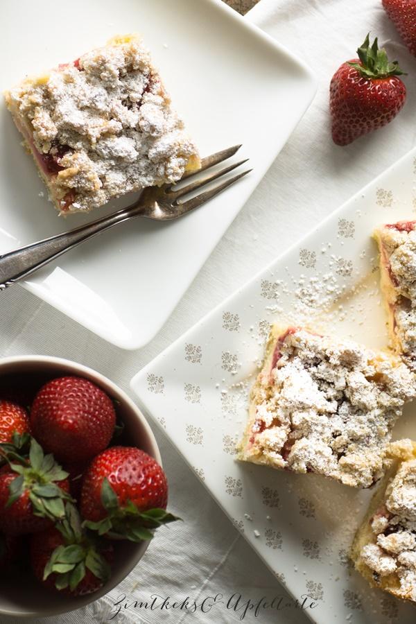 einfaches Rezept für Erdbeer-Rhabarber-Streuselkuchen