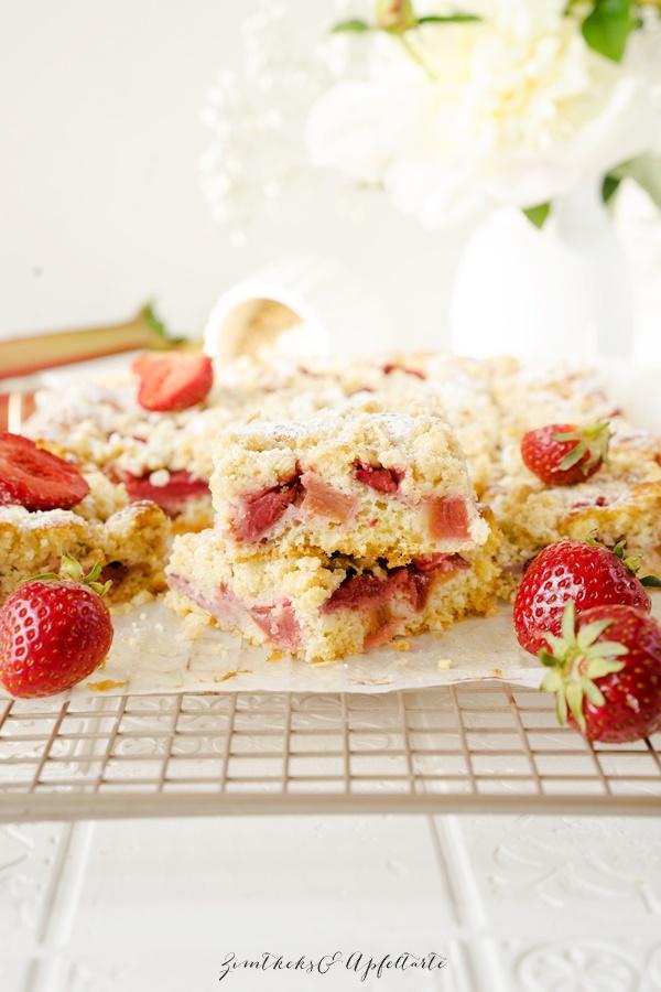 Rezept für Zitroniger Erdbeer-Rhabarber-Kuchen mit Streuseln