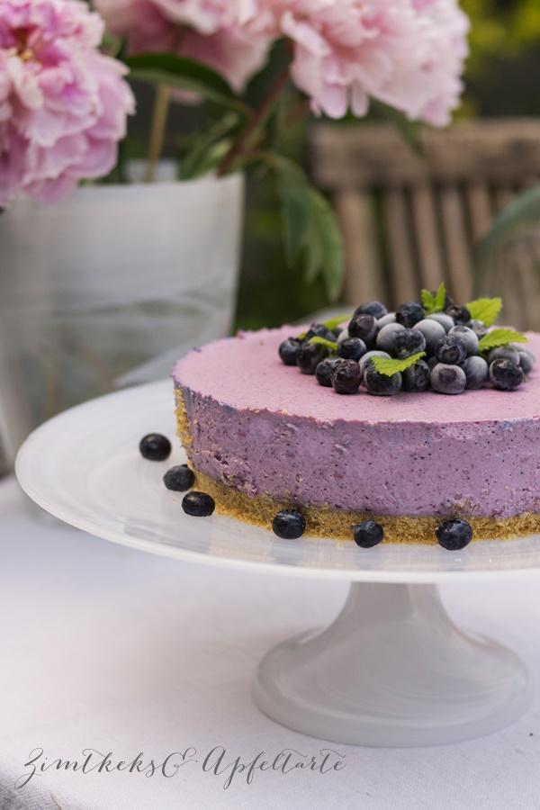 Schmand-Torte mit Blaubeeren