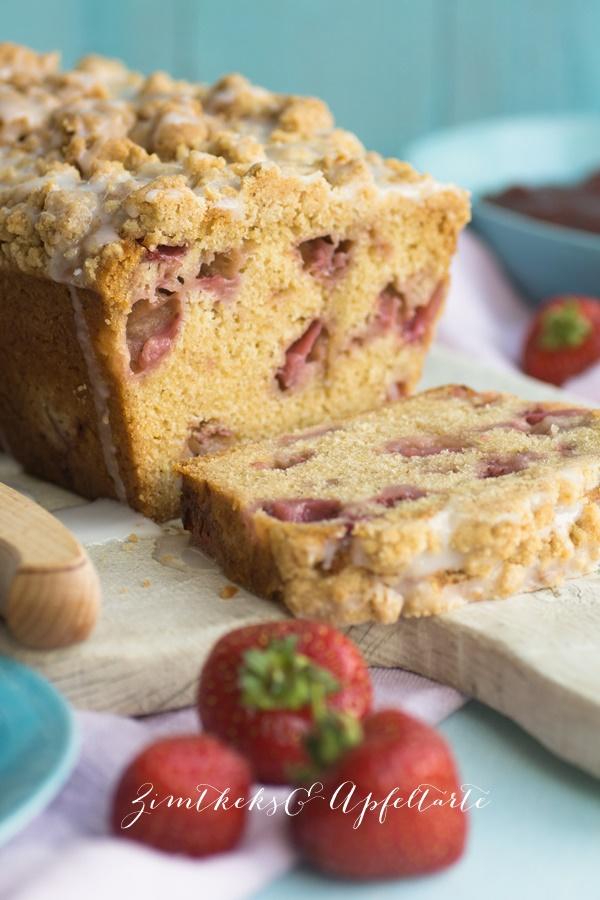 Erdbeer-Kastenkuchen mit Streuseln