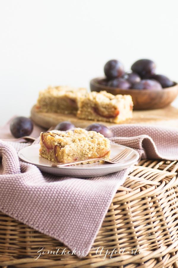 Walnuss-Pflaumenkuchen mit Zimtstreuseln