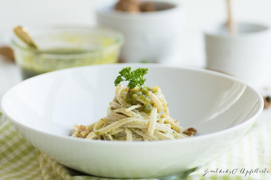 Pesto ganz einfach mit Walnüssen und Petersilie