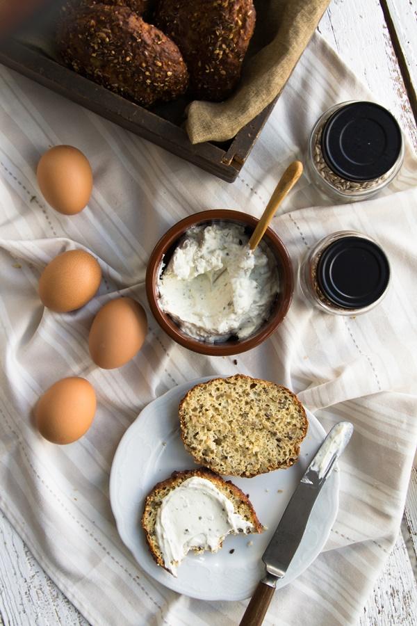 einfaches Rezept für Low Carb Eiweißbrötchen