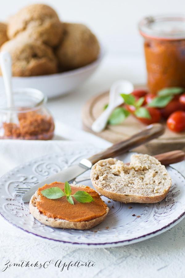 Leckeres Rezept für Möhren-Tomaten-Aufstrich mit Basilikum