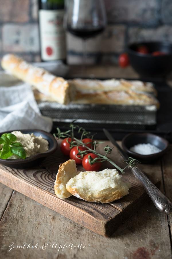 Rezept für knuspriges Baguette - gelingsicher, schnell und einfach von ZimtkeksundApfeltarte.com