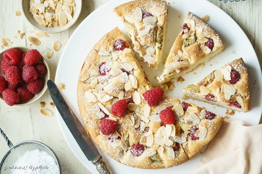 Fruchtiger Rhabarber-Himbeer-Marzipan-Kuchen
