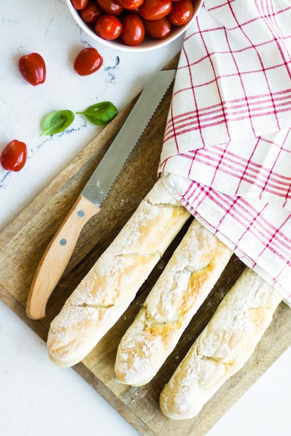 einfaches Rezept für knuspriges Baguette zum Selberbacken