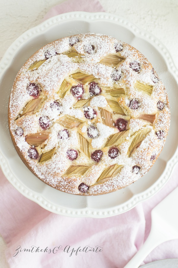 Rhabarber-Himbeer-Marzipan-Kuchen - lecker und einfach