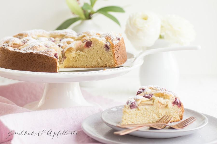 lecker und einfach: Rhabarber-Himbeer-Marzipan-Kuchen