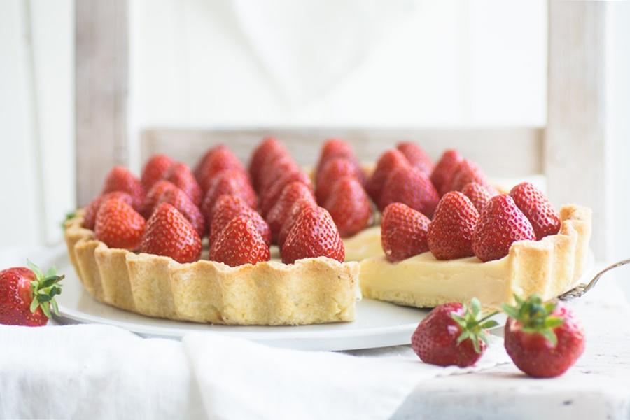 Weiße Schokoladentarte mit Erdbeeren