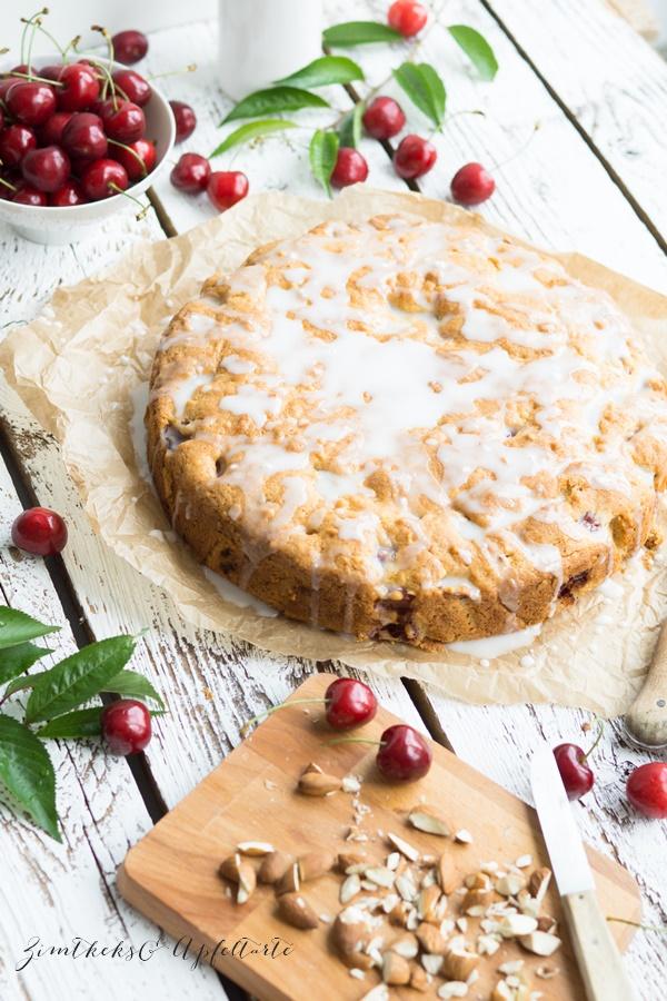 einfach lecker: Kirsch-Mandelkuchen mit Mandelguss