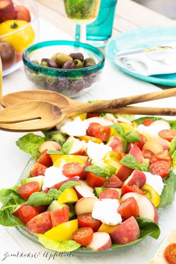 Zweierlei Foccacia und Tomaten-Pfirsich-Salat mit Burrata - einfache Rezepte auf dem Blog