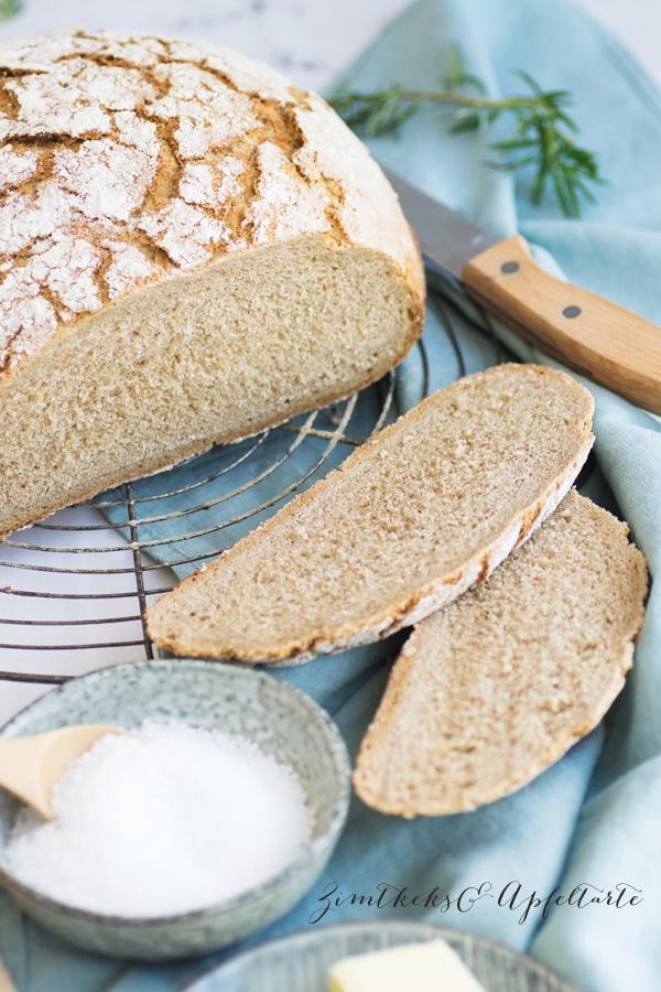 Herzhaftes Sauerteig-Mischbrot im Topf gebacken - ganz einfaches Rezept