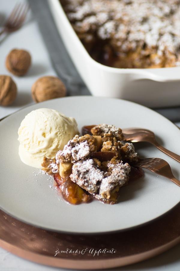 Herbst-Crumble oder Zwetschgen-Crumble mit Walnüssen - tolles herbstliches Dessert
