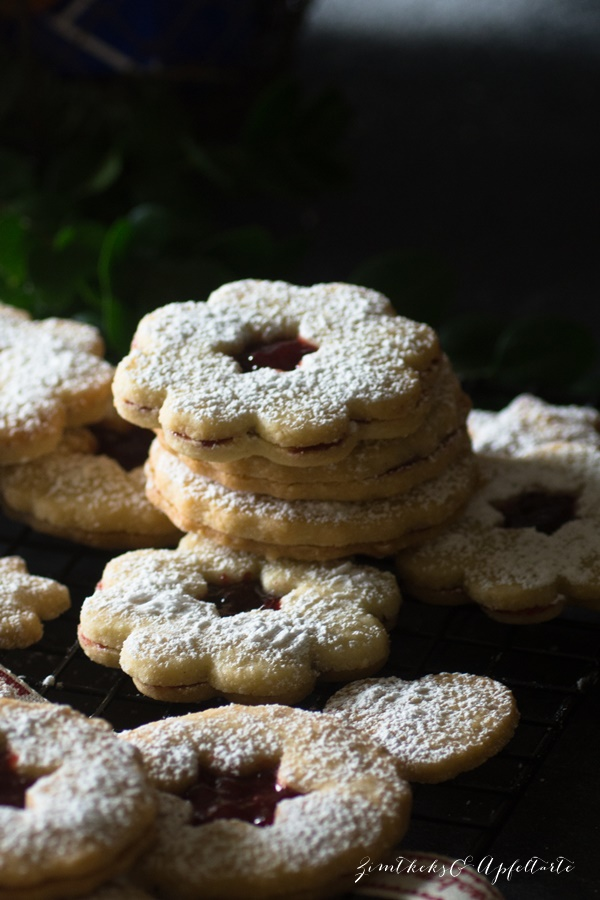Feine Linzer-Plätzchen mit Marmelade - Rezept von ZimtkeksundApfeltarte.com