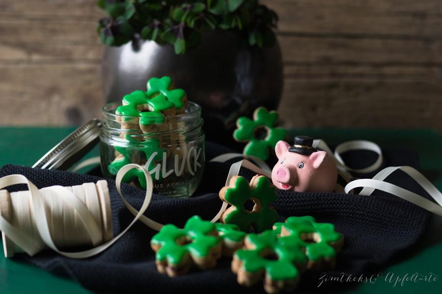 Glücksklee-Kekse - einfacher Mürbteig - super lecker und hübsch