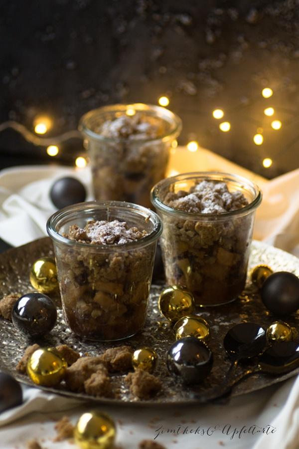 Spekulatius-Bratafpfel-Crumble mit Vanilleeis
