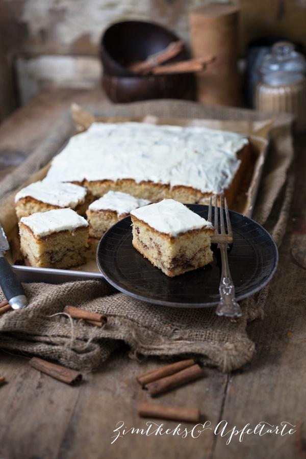 Fluffiger Zimtrollenkuchen vom Blech mit Frischkäse-Frosting - lecker und einfach