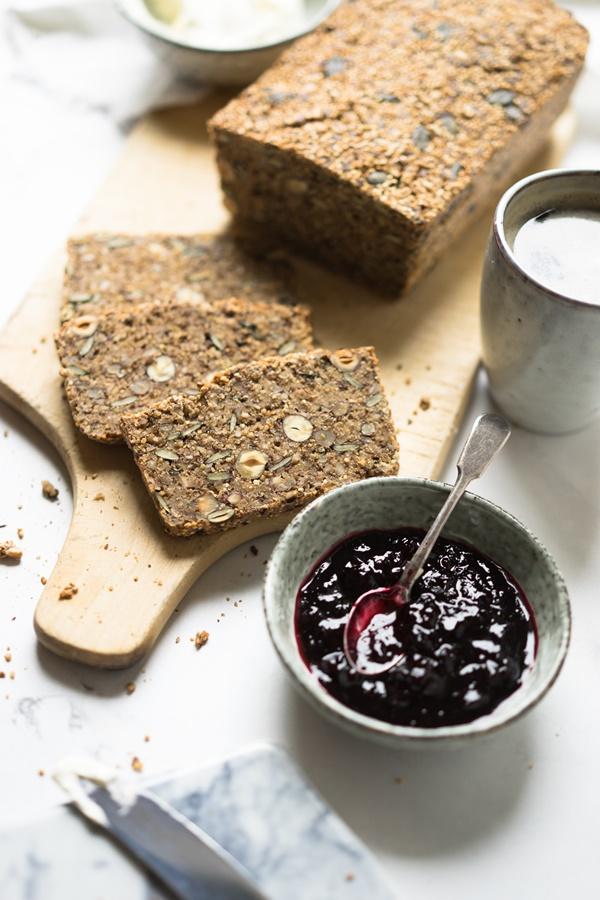 Einfach, schnell und lecker: Glutenfreies Saaten-Nuss-Brot