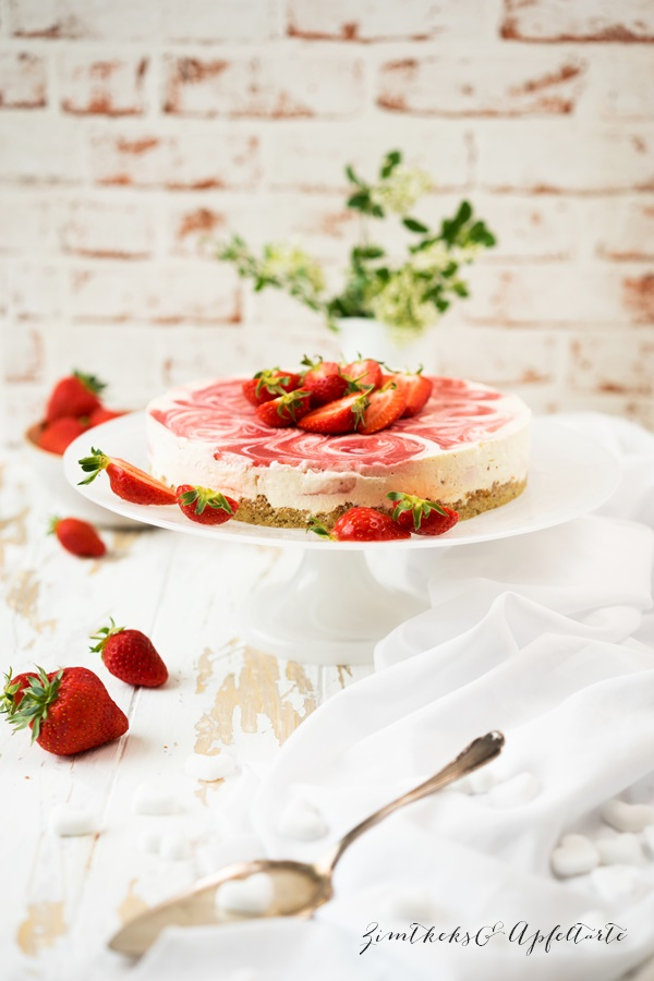 marmorierter Strawberry Cheesecake low carb - Erdbeer-Cheesecake - Zimtkeksundapfeltartarte.com