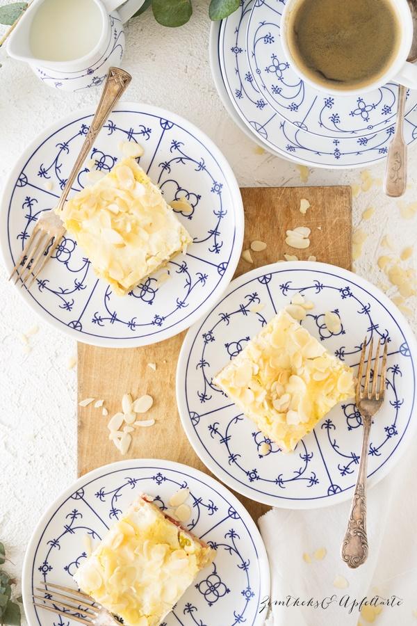 Rhabarberkuchen mit Schmandguss - ganz einfaches und schnelles Rezept von ZimtkeksundApfeltarte.com