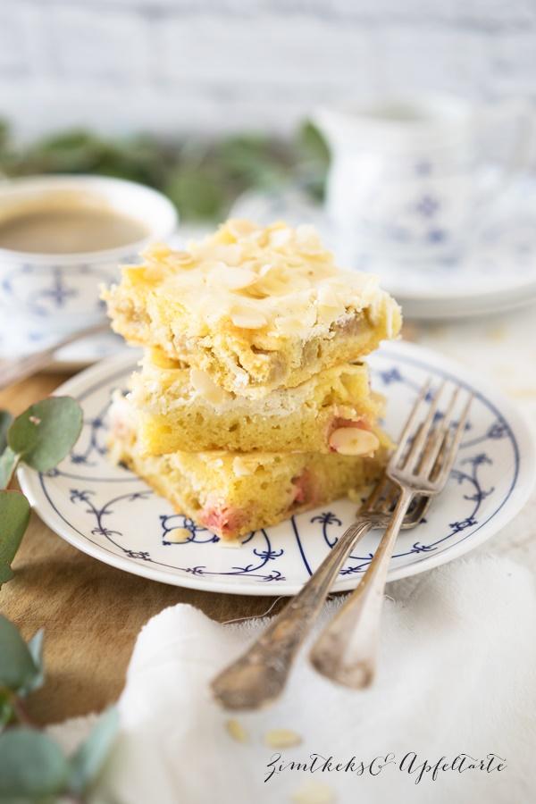 Rhabarberkuchen mit Schmandguss vom Blech - Rezept von ZimtkeksundApfeltarte.com