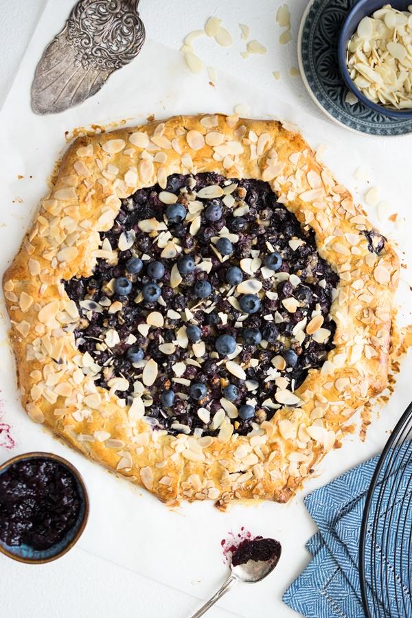 Blueberry Almond Galette - Blaubeer-Galette mit Marzipan und Mandeln - Zimtkeks und Apfeltarte