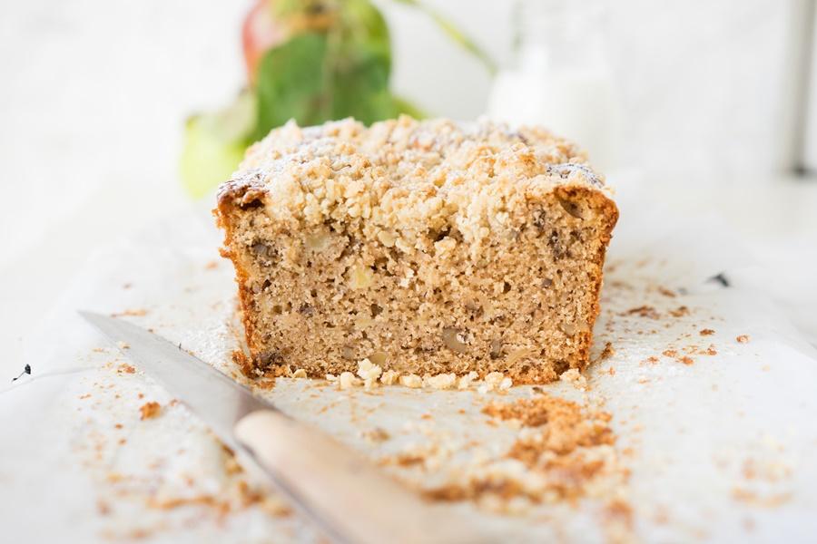 Saftiger Apfel-Walnuss-Streusel-Kuchen - ZimtkeksundApfeltarte.com