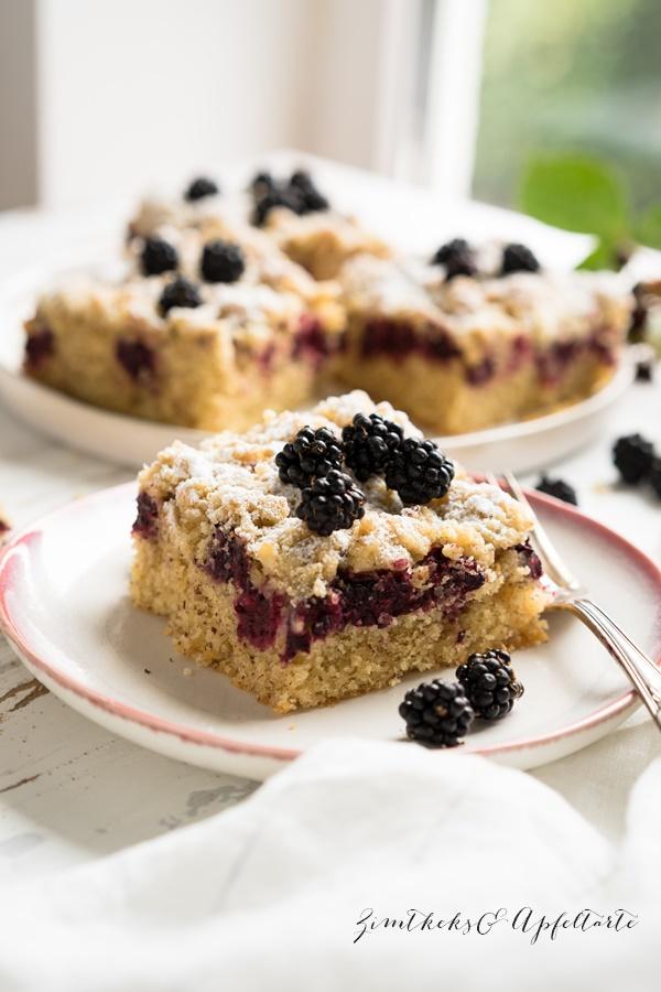 Brombeer-Mandelkuchen mit Vanille-Streuseln vom Blech, einfach und lecker