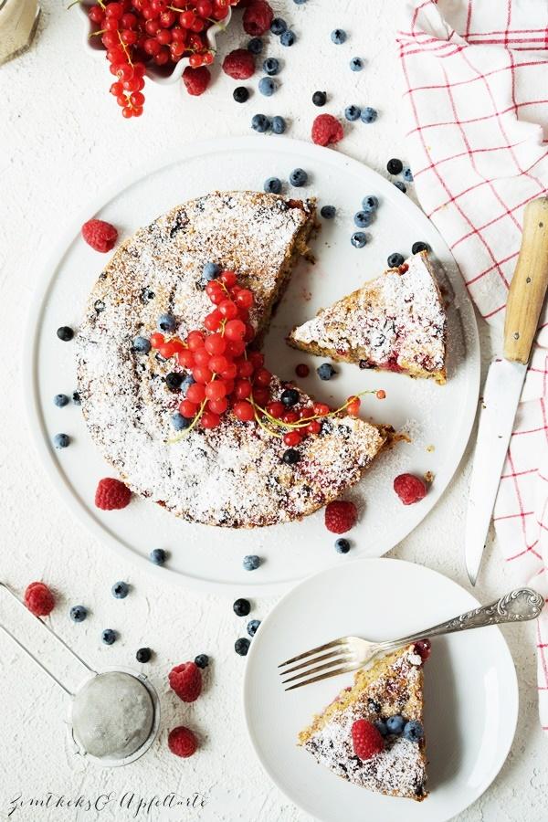 Saftiger Beeren-Nusskuchen einfach und schnell