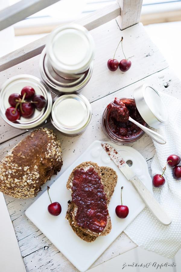 Schwarzwälder-Kirsch-Marmelade - lecker und fruchtig mit Schuss