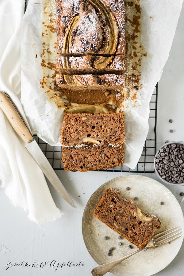 Gesundes Schokoladen-Bananenbrot mit Nüssen ohne Zucker - einfaches Rezept