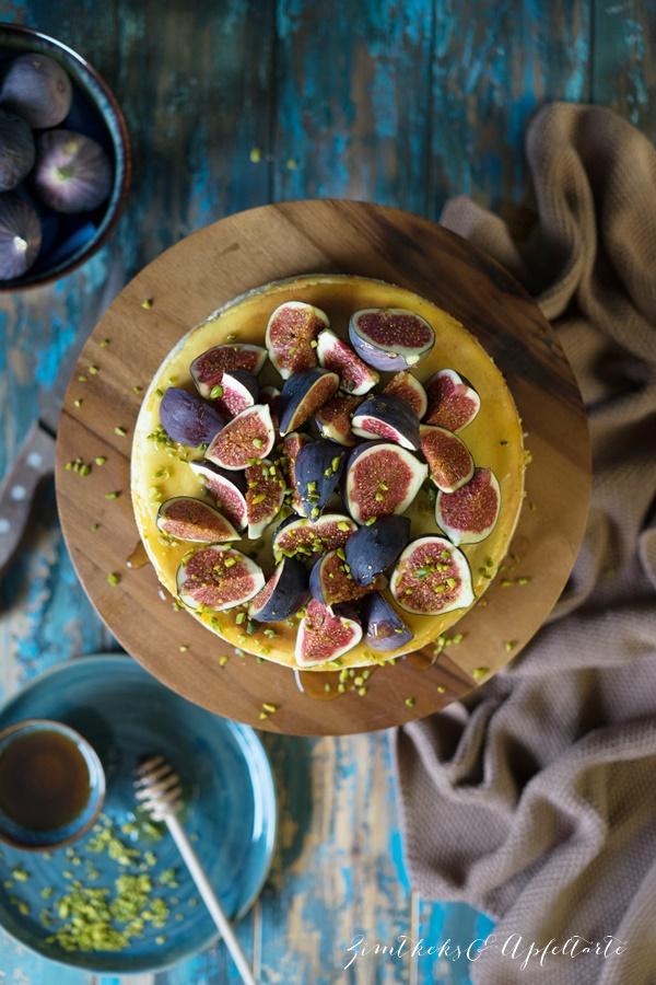 Cremiger Ricotta-Käsekuchen mit Feigen und Honigtopping