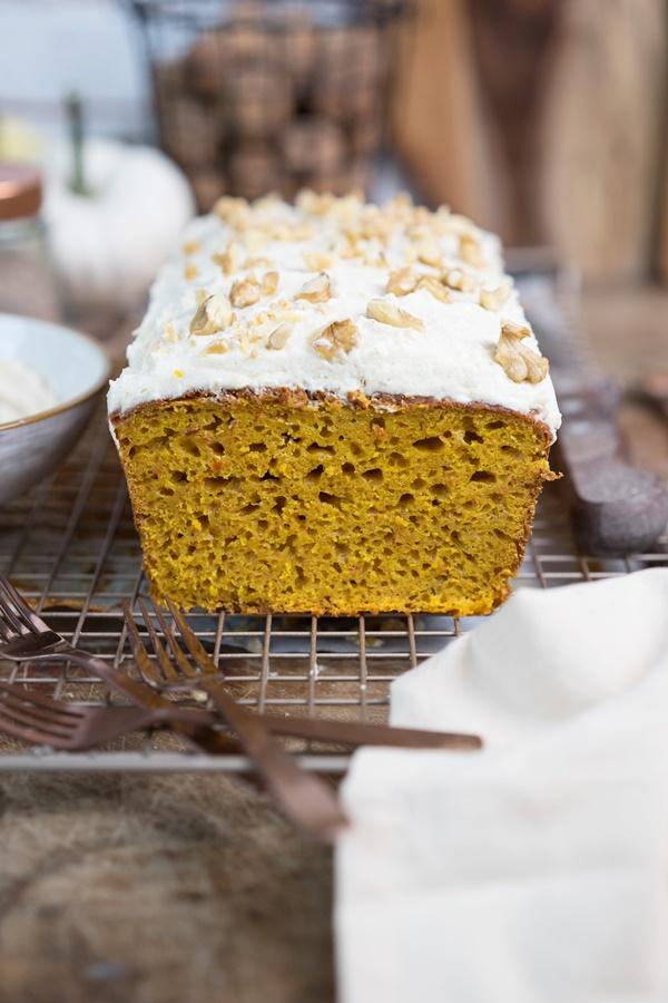 Pumpkin Pound Cake - saftiger Kürbiskuchen mit Frischkäse-Frosting