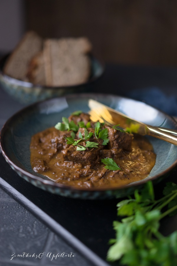 Klassisches Rindergulasch - Mom's cooking friday - Zimtkeks und Apfeltarte