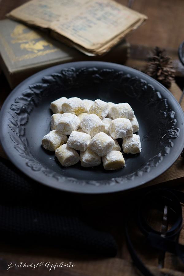 Omas Rezept für mürbe Traumstücke - einfaches, gelingsicheres Rezept von ZimtkeksundApfeltarte.com